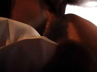 Anal do sexo no casaco de pele