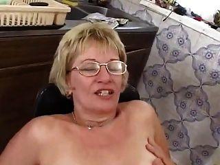 Mãe na cozinha
