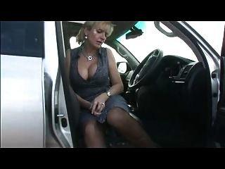 Pechugón em meias no carro