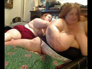 Lésbicas gordas obesas gordas que jogam com se