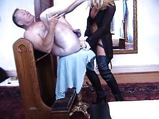 Lisa berlin, a cinta alemã na rainha, fode duro seu escravo