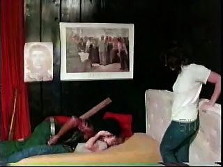 Meninas brancas com cara preta softcore interracial de 1976