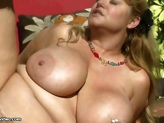 O milf grande sexy do bbw do melharuco guarda o gardner do pedaço