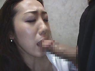 Senhora japonesa no elevador 3
