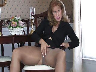 Sammi masturba-se em meia-calça 090