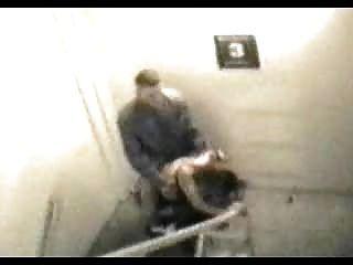 Sexo público capturado na câmera de segurança 002