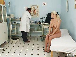 Busty alexa exame gyno bold (realce) e tetas bondage na clínica kinky