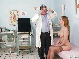 Viktorie peludo pussy gyno gaping exame na clínica