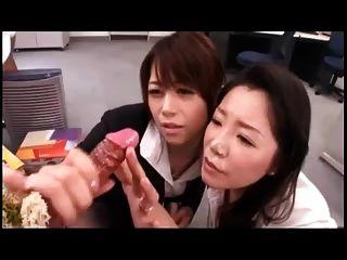 Meninas japonesas jogam w.Cum tiro dildo