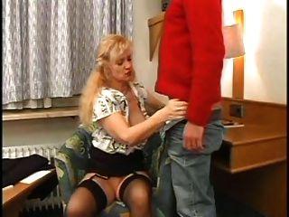 Sexy mãe n85 loira madura com um jovem