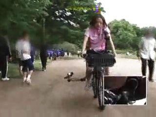Japonesa, schoolgirl, masturbates, modificado, bicicleta