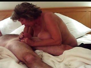 Grandes mamas maduras deepthroats e handjobs