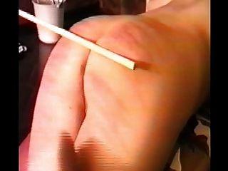 Mulher caned e então fodido com uma cinta em