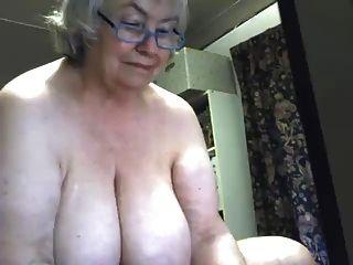 Uma linda gorda avó jorra
