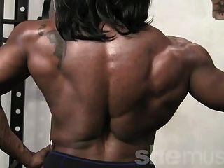 Músculo feminino ébano