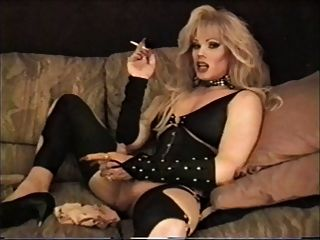 Lisa dupree fumando e acariciando