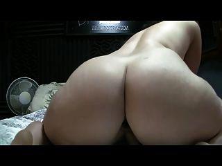 Pawg rides dildo com bujão butt