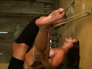 Jovem ruiva com grandes mamas gets hogtied e fucked by bbc