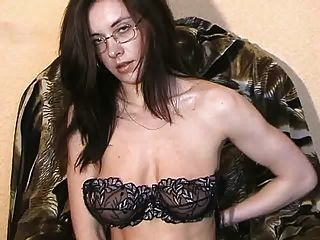Tamara stripping e masturbando 2