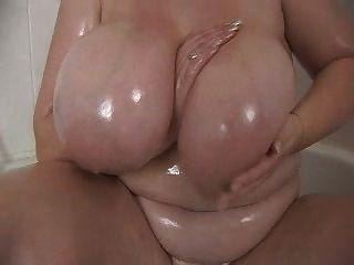 Melharuco grande do bbw no chuveiro
