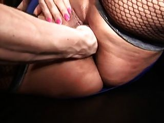 Mulher gordinha com grandes mamas na meia fode