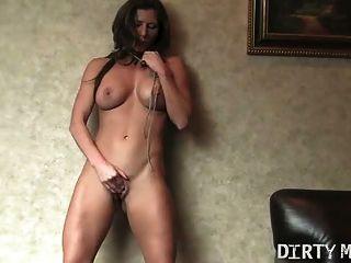 Fit sexy babe joga com sua buceta