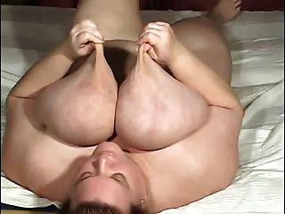 Gorducho com mamas gigantes