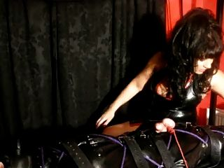 Amante rogue dá um pós-orgasmo tortura handjob