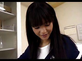 Menina japonesa dá legjob e footjob