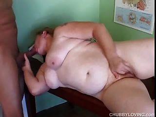 Chubby amador ruiva obtém seu bichano gordo lambido e fodido