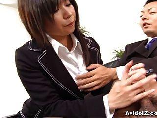 Sexy secretário satomi maeno suga um pau feio!