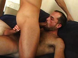 Sexo macho magro (com beijo doce)