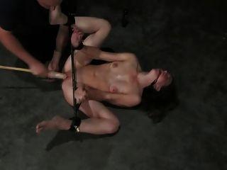 Ligado espancado e consolador fodido