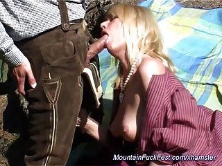 Milf adora sexo anal na montanha