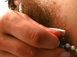 Pussy peludo e pérolas