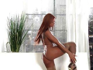 Hot lingerie redhead tease em meias pura