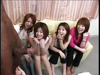 Meninas asiáticas querem tocar pau preto
