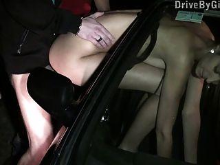 Adolescente com big tits gangbang público parte 3