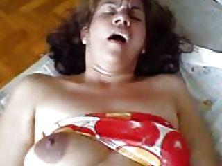 Ela é uma mulher vagabunda na cama