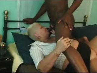 A avó suga um pirulito