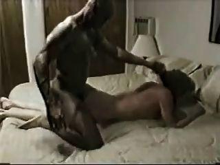 Esposa fodido pelo macho preto mais difícil e ela cums muito!