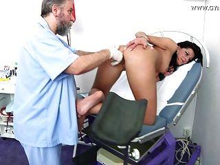 Exame gyno damien pelo ginecologista