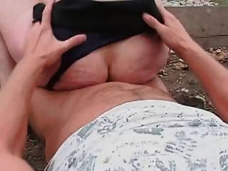 Morena madura mamãe fodido ao ar livre