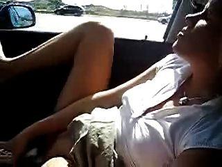Minha esposa quente se masturbar no carro.Nudez pública amadora