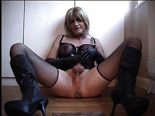 Handjob por tranny escravo para a amante