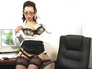 Trabalhando horas extras em sua saia