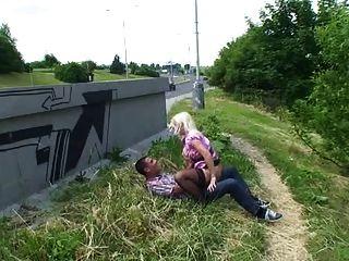 Loira fuck em público sérvio alemão