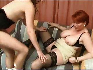Maduro mãe e menina lésbica jogos