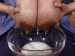 Asiáticos boobs lactando