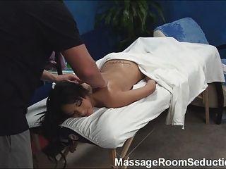 Teen quente fodido pelo terapeuta da massagem!